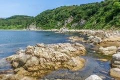 Schöne Ansicht des Landes und des Meeres Stockfotografie