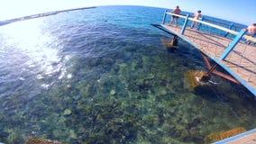 Schöne Ansicht des Meeres stock video
