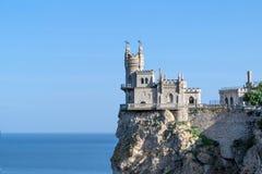 Schöne Ansicht des Meeres Anblick der Krim, das alte Schloss schluckt Nest Lizenzfreie Stockfotos