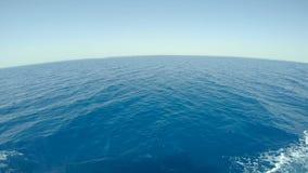 Schöne Ansicht des Meeres Nahe dem Strand Schnorcheln im schönen Meer nahe den Korallen und den Fischen cyan-blaues warmes Wasser stock video