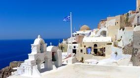 Schöne Ansicht des Meeres und der Häuser auf Santorini-Insel Lizenzfreies Stockfoto