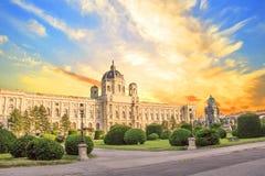 Schöne Ansicht des Museums von Art History und von Bronzemonument der Kaiserin Maria Theresa in Wien, Österreich lizenzfreies stockbild
