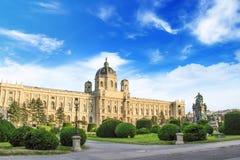 Schöne Ansicht des Museums von Art History und von Bronzemonument der Kaiserin Maria Theresa in Wien, Österreich lizenzfreie stockfotografie