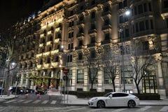 Schöne Ansicht des neuen Jahres Nachtzur Fassade des Luxushotels 'Gallia Excelsior ' stockbild