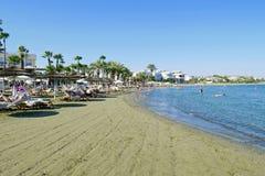 Schöne Ansicht des Strandes von Larnaka, Zypern stockbild