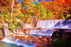 Schöne Ansicht des Wasserfalls in Nyuto onsen Erholungsorte der heißen Quelle stockfotografie