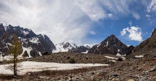 Schöne Ansicht von Berge gestalten in Altai-Bergen landschaftlich Stockfotografie