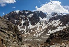 Schöne Ansicht von Berge gestalten in Altai landschaftlich Stockfotografie