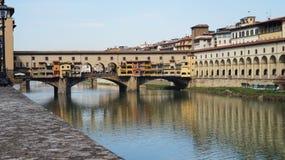 Schöne Ansicht von Brücke Ponte Vecchio über dem Arno, Florenz, Italien Stockbilder