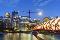 Schöne Ansicht von Calgary im Stadtzentrum gelegen, Alberta, Kanada stockfotos