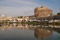 Schöne Ansicht von Castel Sant-` Angelo, Vatikan und der Tiber-Fluss, Rom, Italien lizenzfreie stockfotografie