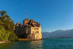 Schöne Ansicht von Chillon-Schloss an der Dämmerung Stockfotografie