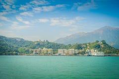 Schöne Ansicht von mui wo-Stadt im Horizont an der ländlichen Stadt, gelegen in Hong- Konglantau Insel Lizenzfreie Stockfotos