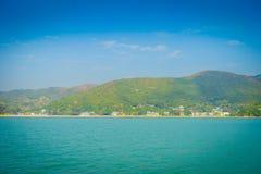 Schöne Ansicht von mui wo-Stadt im Horizont an der ländlichen Stadt, gelegen in Hong- Konglantau Insel Stockfotografie
