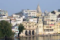 Schöne Ansicht von Pichola See und von Palästen von Udaipur-Stadt, Indien Lizenzfreie Stockbilder
