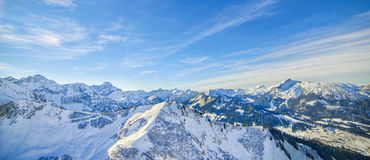 Schöne Ansicht von schneebedeckten Alpengipfeln in Österreich und in Deutschland Lizenzfreie Stockbilder
