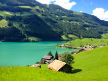 Schöne Ansicht von Thunersee See Thun, Thun, die Schweiz, Europa in einem sonnigen Sommertag mit Miniaturart Lizenzfreie Stockbilder