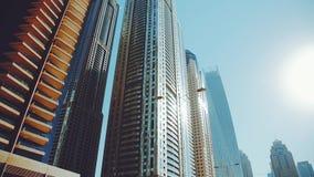 Schöne Ansicht von Wolkenkratzern von Dubai, Vereinigte Arabische Emirate stock video footage