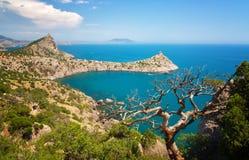 Schöne Ansicht zu den Bergen Karaul Oba auf dem Kap Kapchik, Stockfoto