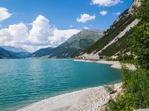 Schöne Ansicht zu Lago di Resia, Reschensee, See Reschen, Alto Adige, Süd-Tirol, Italien Stockfoto