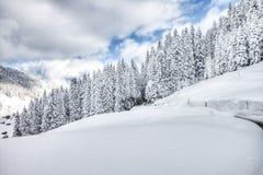 Schöne Ansicht zur Winterlandschaft in Adelboden, Berner Oberland Stockfotografie
