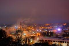 Schöne Ansichten der Glättung von Smolensk im Winter Abend Smolensk im Winter - Schnee bedeckte Schneedecke die Erde, sehen das b Stockbild