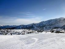 Schöne Ansichten des snowcapped alpinen Gebirgszugs in Österreich Stockfotografie