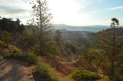 Schöne Ansichten vom Höhepunkt in Bryce Canyon Tannen und geologische Bildungen geologie Reise nave Stockbild