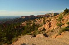 Schöne Ansichten vom Höhepunkt in Bryce Canyon Tannen und geologische Bildungen geologie Reise nave Stockfotografie