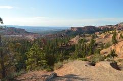Schöne Ansichten vom Höhepunkt in Bryce Canyon Tannen und geologische Bildungen geologie Reise nave Lizenzfreie Stockbilder