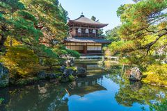 Schöne Architektur an silbernem Tempel Pavillion Ginkakuji lizenzfreie stockbilder