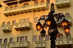 Schöne Architektur und Leuchtturm in Cartagena Kolumbien lizenzfreie stockbilder