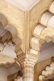 Schöne architetural Anzeige auf der Spalte von Diwan-ich-sind von Agra-Fort Stockfoto