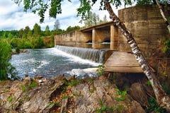 Schöne Art von Russland-Fluss Suenga Sommer lizenzfreies stockfoto
