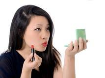 Schöne asiatische amerikanische Frau und roter Lippenstift lizenzfreies stockbild