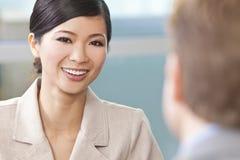 Schöne asiatische chinesische Frau oder Geschäftsfrau stockbilder