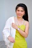 Schöne asiatische Frau des Porträts Stockfotografie