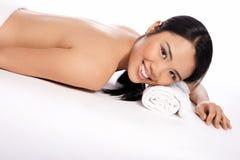 Schöne asiatische Frau an einem Badekurort Lizenzfreie Stockfotografie