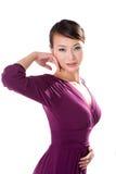 Schöne asiatische Frau im purpurroten Kleid Lizenzfreie Stockfotos
