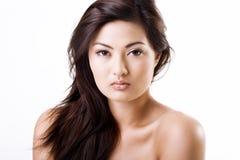 Schöne asiatische Frau mit natürlicher Verfassung stockfotos