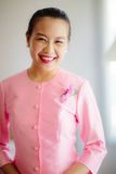 Schöne asiatische Frau mit willkommenem Ausdruck Stockbilder