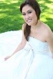 Schöne asiatische Hochzeits-Braut Stockfoto