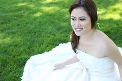 Schöne asiatische Hochzeits-Braut Stockfotografie