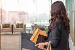 Schöne Asien-Geschäftsfrau lizenzfreie stockfotografie