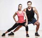 Schöne athletische Paare Stockfotos