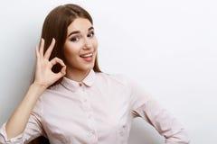 Schöne Aufstellung junger Dame stockfoto
