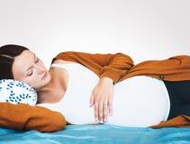 Schöne Aufwartung der schwangeren Frau eines Babys Lizenzfreies Stockbild