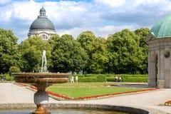 Schöne Aussicht auf dem Pavillon von Diana in der Mitte von München-hofg stockfotografie