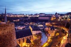 Schöne Aussicht der Nacht Luxemburg stockfotos