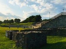 Schöne Aussicht von Amphitheatre des römischen castrum Porolissum von Siebenbürgen, Rumänien lizenzfreies stockbild